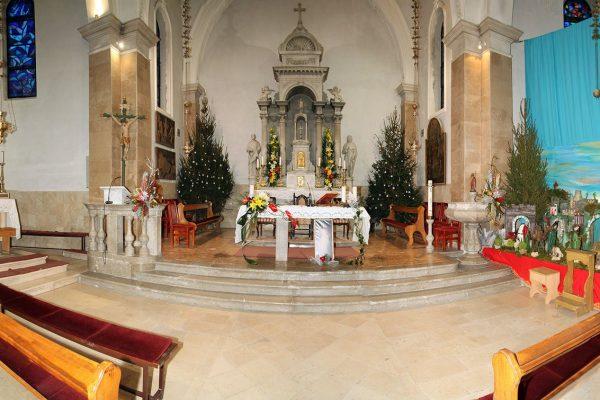 1. Crkva u božićnom ruhu (1)